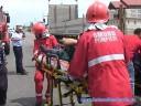 Şoferul şi un alt bărbat ce se afla pe bancheta din spate au fost răniţi şi transportaţi la spital pentru îngrijiri medicale.